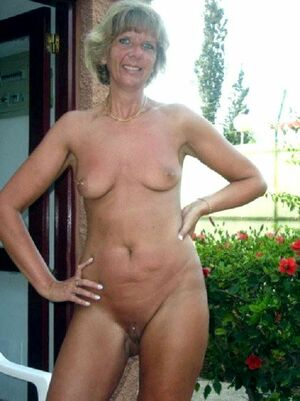 milf naked at home