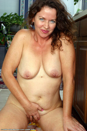 mature milf seduces