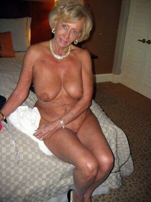 sexy mature naked women