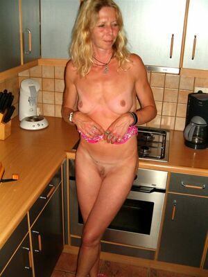naked mature wife pics