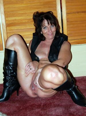 mature wife naked pictures