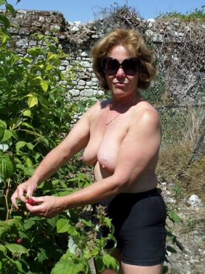 mature wife topless