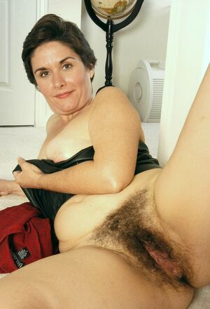 mature hairy pussy porn