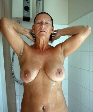 busty mature creampie