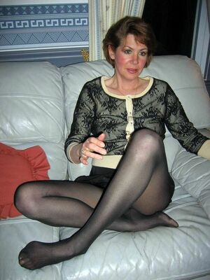 mature pantyhose feet