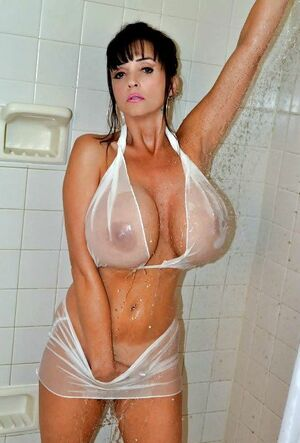 hot big boobed moms