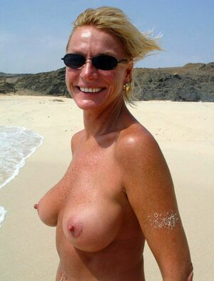 amateur naked mom
