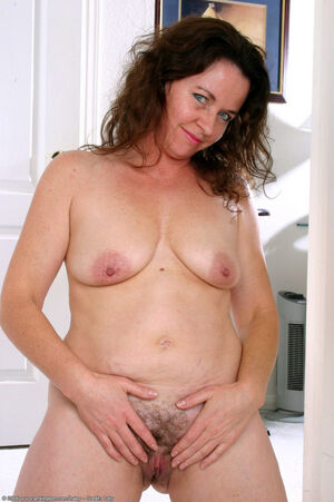 hairy milf pussy pic